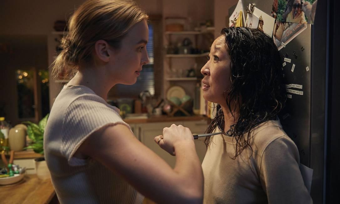 Jodie Colmer e Sandra Oh em cena de 'Killing Eve': adaptada da saga de livros 'Codinome Villanelle' Foto: Divulgação