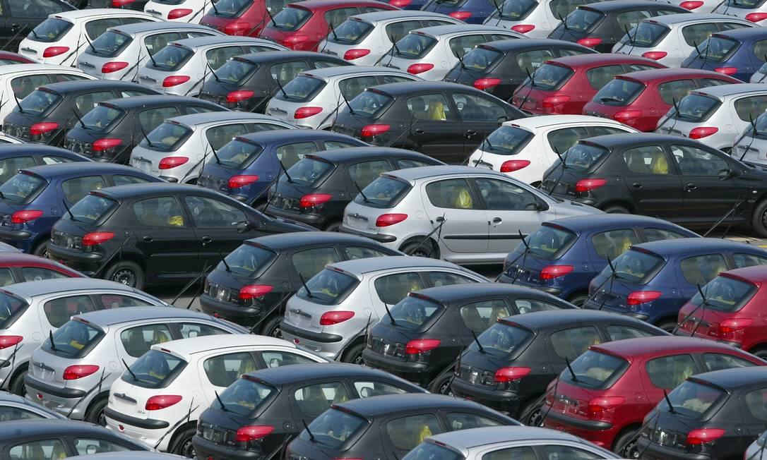 Carros estão entre os produtos vendidos por consórcios. Foto: Marco Antônio Teixeira / Agência O Globo