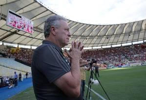 Abel Braga antes da partida contra o Athletico-PR no Maracanã Foto: Marcelo Theobald
