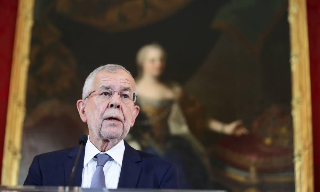 O presidente austríaco, Alexander Van der Bellen, faz uma declaração após um voto de desconfiança contra o governo em Viena, Áustria Foto: LISI NIESNER / REUTERS