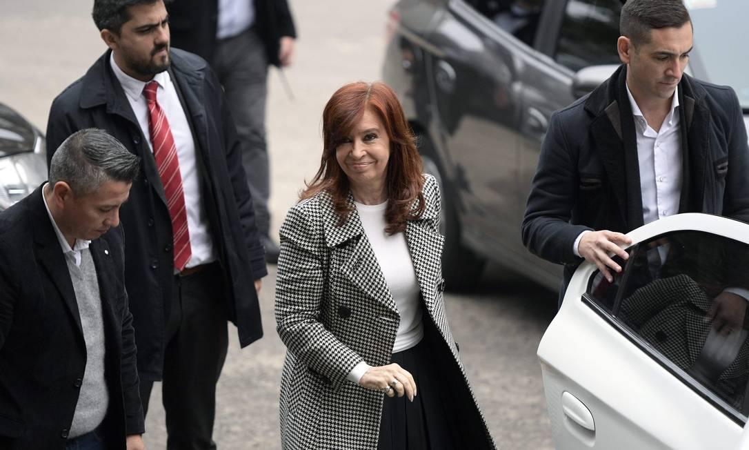 Cristina Kirchner chega a tribunal em Buenos Aires Foto: JUAN MABROMATA / AFP