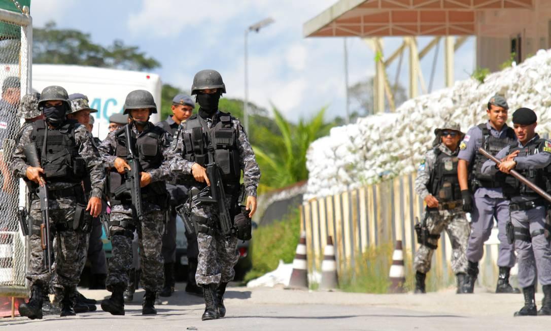 Policiais são acionados para conter briga entre facções em presídios em Manaus 26/05/2019 Foto: STRINGER / REUTERS