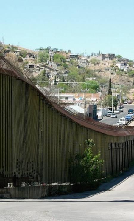 Muro na fronteira entre Estados Unidos e México Foto: José Meirelles Passos / Divulgação