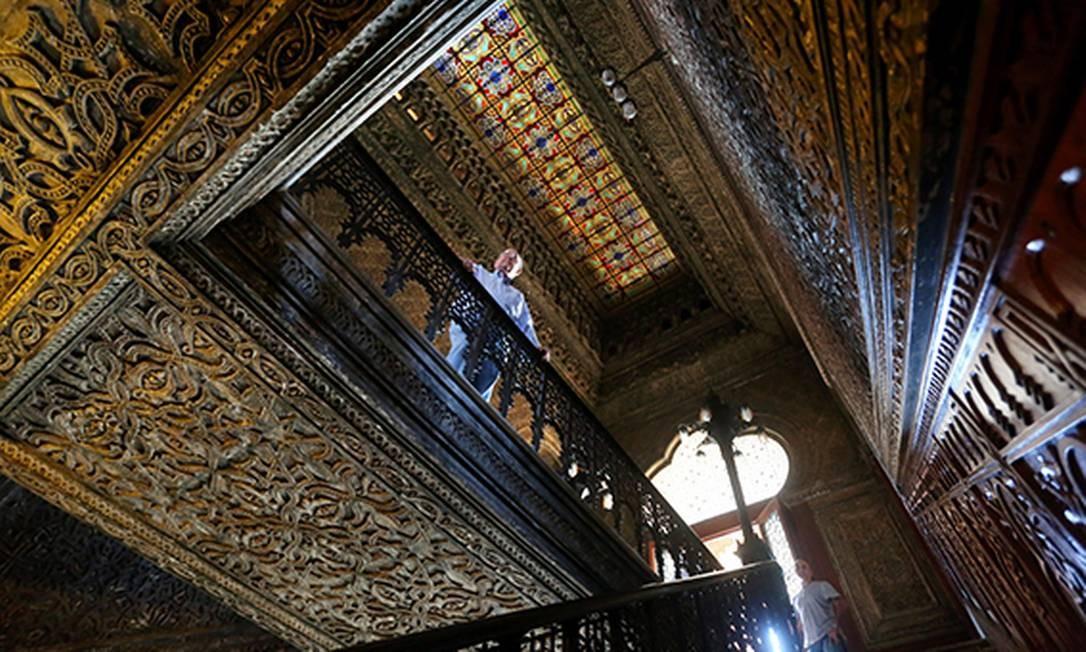 Castelinho da Fiocruz faz cem anos. Prédio é uma cópia do Castelo de Alhambra, em Granada, Espanha. Na foto, o pesquisador Leon Rabinovitch Foto: Custódio Coimbra / Agência O Globo