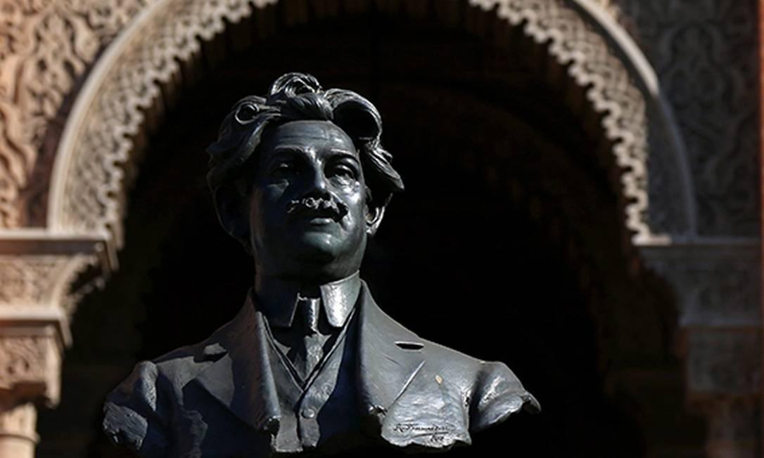 Busto de Oswaldo Cruz homenageia fundador da instituição Foto: Custódio Coimbra / Agência O Globo