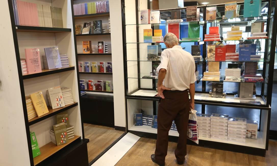 O preço médio dos livros caiu 34% entre 2006 e 2018 Foto: Pedro Teixeira / Agência O Globo