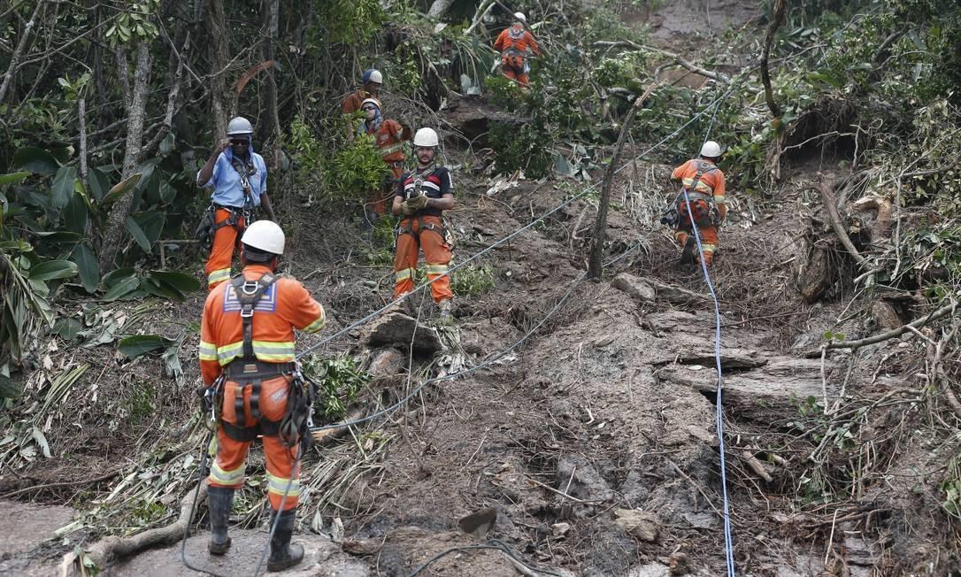 Equipes da prefeitura trabalham para desobstruir a via - 07/02/2019 Foto: Pablo Jacob / Pablo Jacob