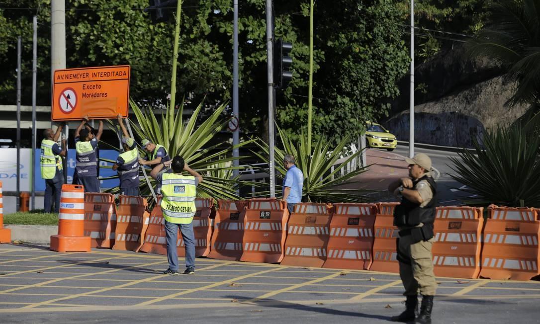 Uma audiência da prefeitura, com o Ministério Público e peritos discute a liberação da via nesta quinta-feira Foto: MARCELO THEOBALD / Agência O Globo