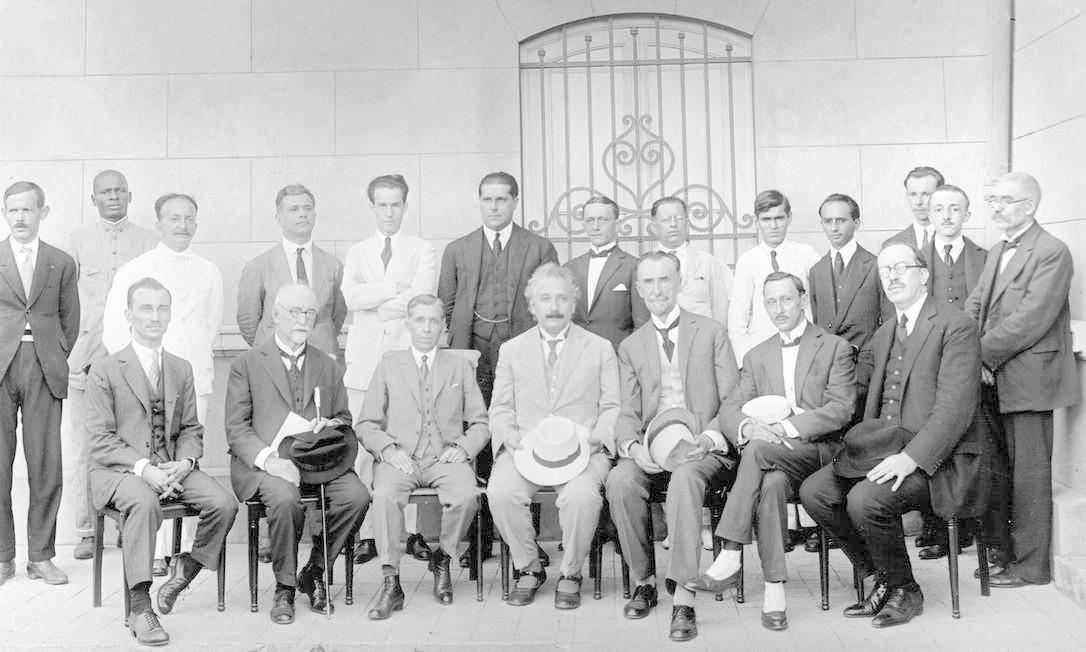 Einstein (centro), em visita ao Observatório Nacional, em 1925 Foto: Divulgação/Observatório Nacional