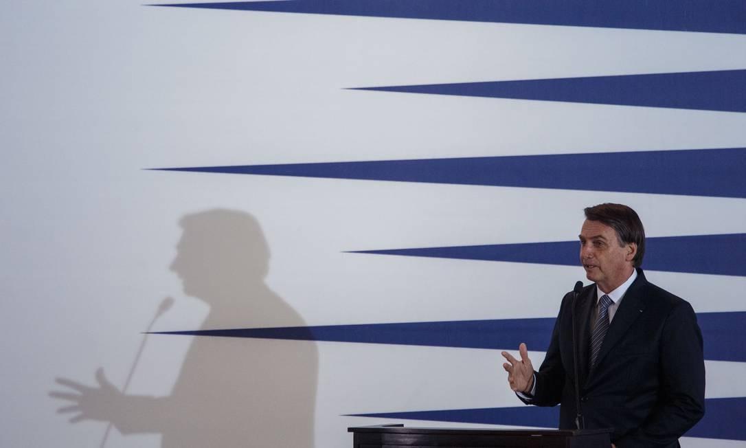 O presidente Jair Bolsonaro participou do lançamento da Frente Parlamentar Mista da Marinha Mercante Brasileira, no Clube Naval, em Brasilia, na noite desta terca-feira Foto: Daniel Marenco / Agência O Globo