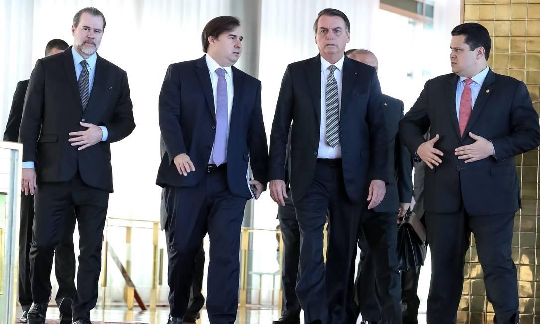 Bolsonaro se reúne com com o presidente do Supremo, Dias Toffoli, e o presidente da Câmara dos Deputados, Rodrigo Maia Foto: MARCOS CORREA / AFP