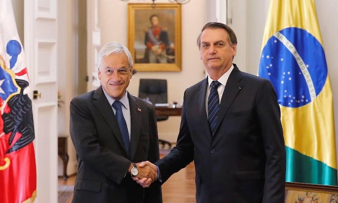 O presidente Jair Bolsonaro esteve reunido mês passado com Sebastian Piñera, do Chile: país andino usa o modelo de capitalização, que o ministro da Economia, Paulo Guedes, quer adotar no Brasil Foto: /