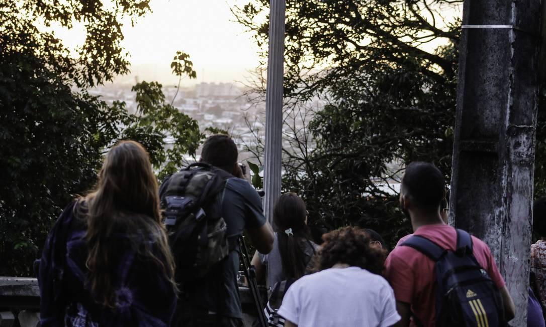 Em Olinda, PE, o eclipse parcial atraiu público no alto da Sé no Sítio Histórico de Olinda, PE - 21/08/2017 Foto: Jr Manolo / Agência fotoarena/O Globo