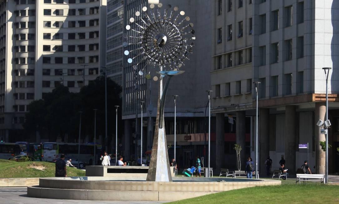 Grades que cercavam a Pira Olímpica foram furtadas Foto: FABIANO ROCHA / Agência O Globo