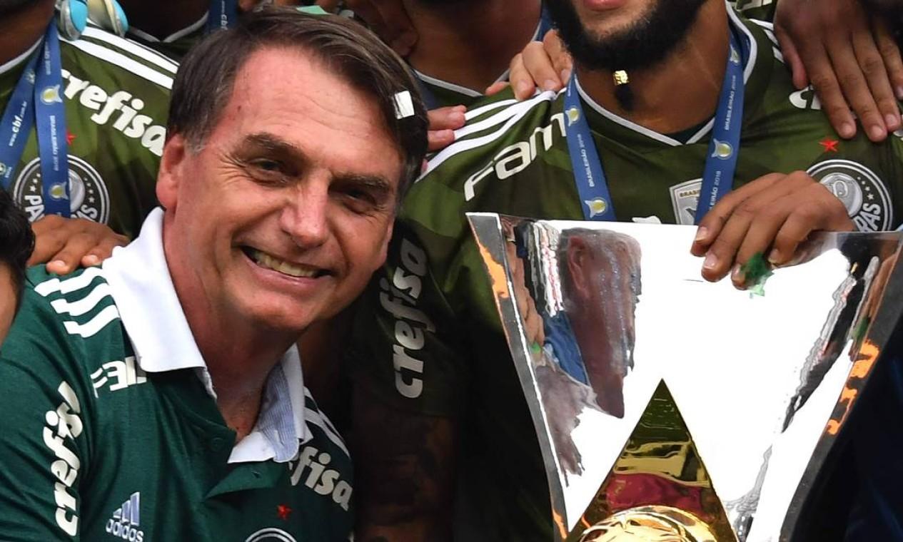 Bolsonaro esteve na comemoração do título brasileiro do Palmeiras, no ano passado Foto: NELSON ALMEIDA / AFP