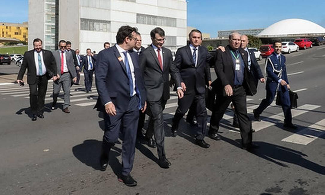 De surpresa, Bolsonaro vai à Câmara a pé para prestigiar homenagem ao humorista Carlos Alberto de Nóbrega Foto: Marcos Correa/ Divulgação
