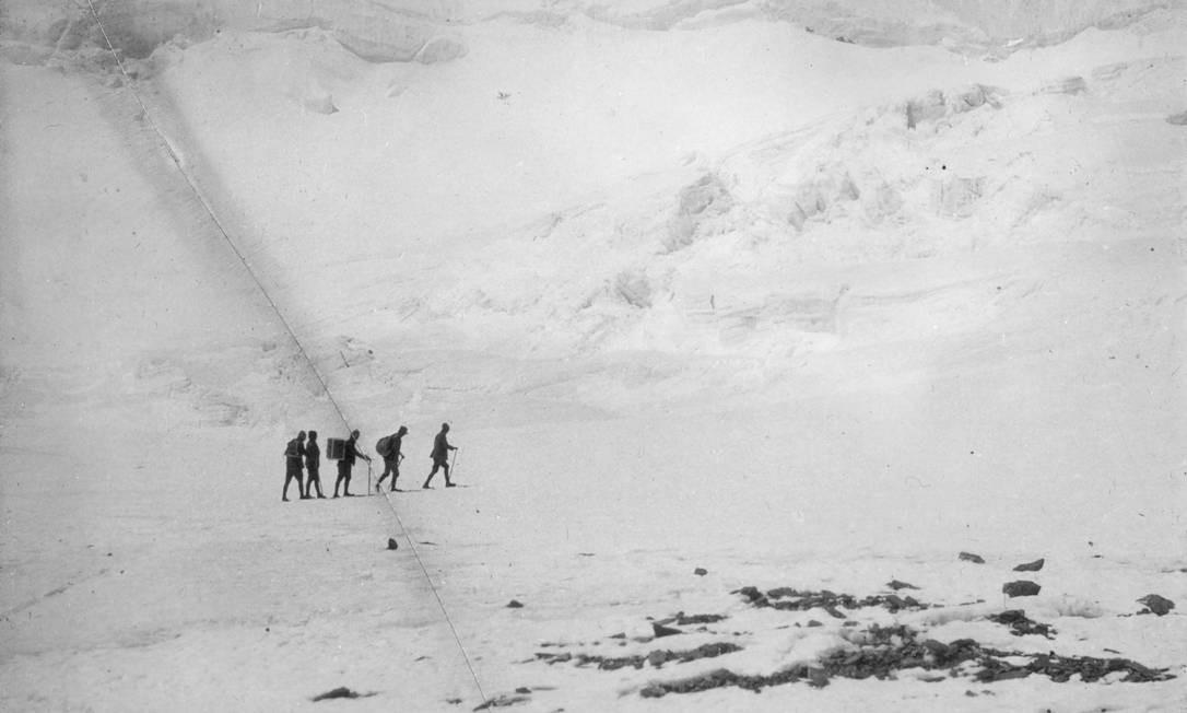 Expedição britânica ao Everest, feita entre 1922 e 1924 Foto: J.B Noel / Royal Geographical Society / Getty Images
