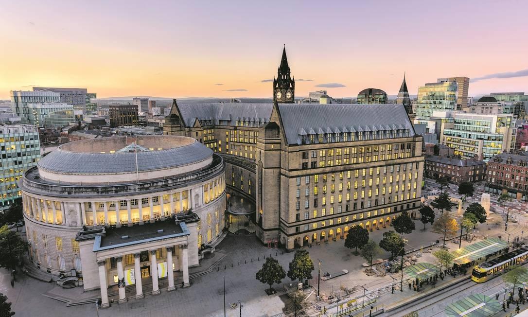 A Biblioteca Central e a prefeitura, dois dos prédios mais bonitos do elegante centro de Manchester, na Inglaterra Foto: Richard John Jones / Visit Britain / Divulgação