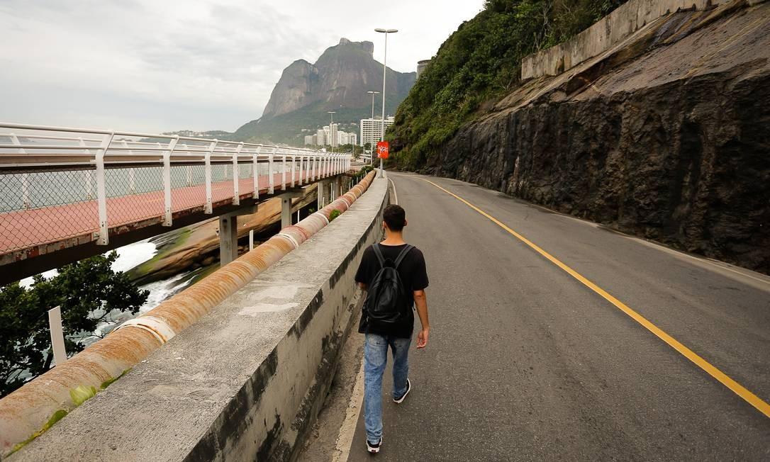 Justiça mantém fechada a Avenida Niemeyer Foto: Pablo Jacob / Agência O Globo