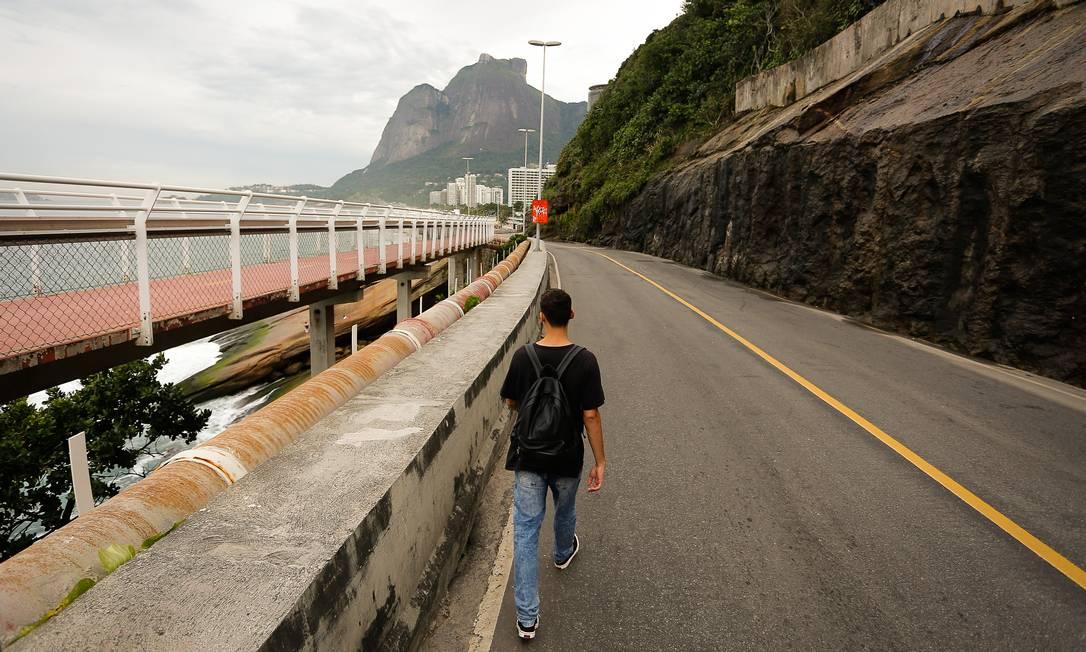 Justiça mantém fechada a Avenida Niemeyer Foto: Agência O Globo