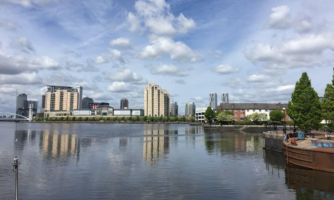 O Canal de Manchester visto de um dos barcos que fazem cruzeiros pelos rios da cidade Foto: Divulgação