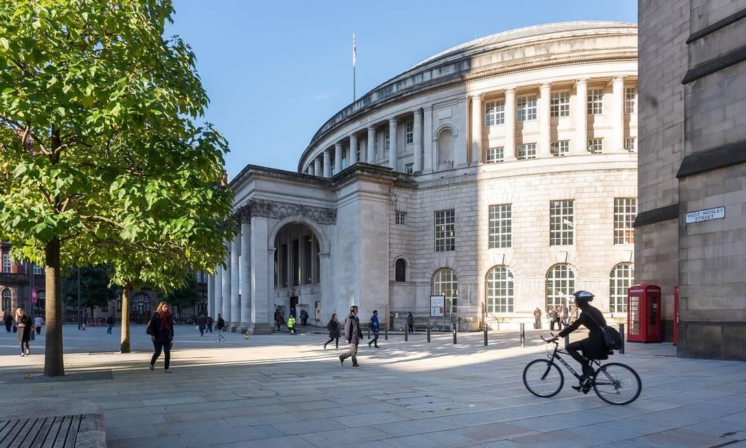 A biblioteca fica no coração de Manchester: uma boa parada para exposições de arte, livros e wi-fi Foto: Richard John Jones / Divulgação