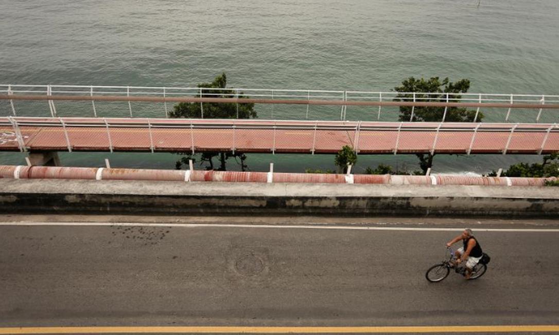 A Ciclovia Tim Maia, em São Conrado, segue interditada à espera de estudos sobre a segurança da estrutura Foto: Pablo Jacob / Agência O GLOBO