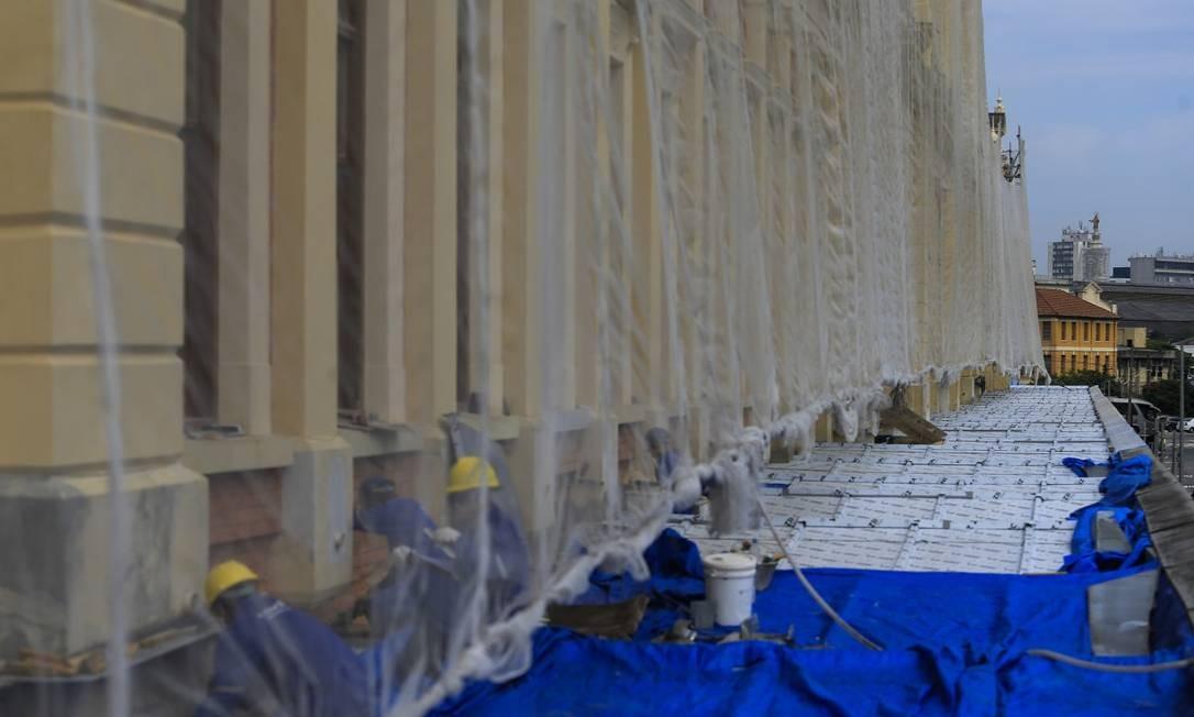Reforma na cobertura do Museu da Língua Portuguesa depois do incêndio de 2015 Foto: Edilson Dantas / Agência O Globo