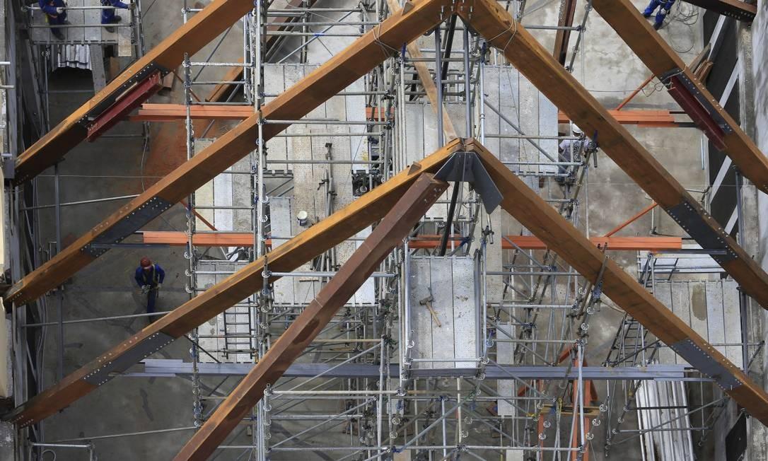 Reforma do Museu da Lingua Portuguesa depois do incêndio de 2015 . Detalhe do relógio na torre Foto: Edilson Dantas / Agência O Globo