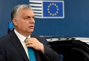Premier Viktor Orbán chega para cúpula com líderes da União Europeia após eleições que escolheram novo Parlamento do bloco Foto: POOL / REUTERS