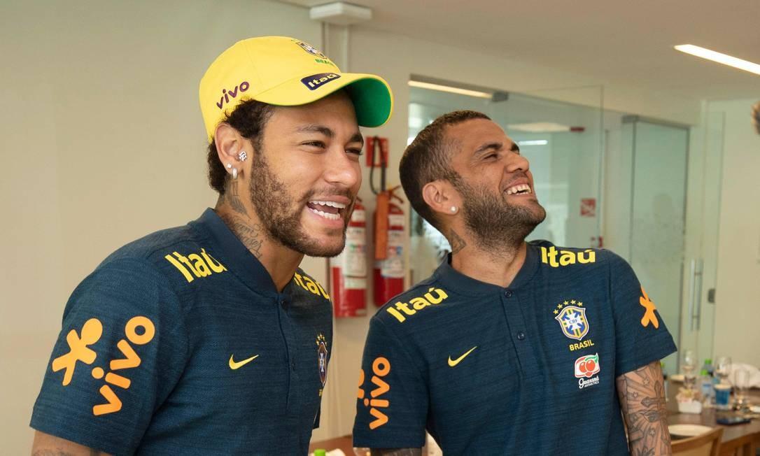 Posto de capitão da seleção brasileira passou para Daniel Alves Foto: HO / AFP