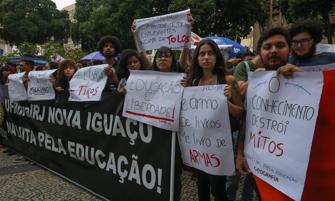 Foram registrados atos em ao menos 64 cidades – entre elas Rio de Janeiro – de 19 estados e do Distrito Federal, nesta quinta-feira (30) Foto: Marcelo Regua / Agência O Globo