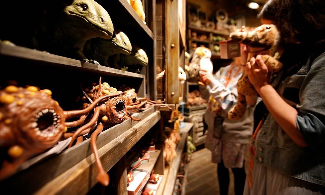 """Os brinquedos inspirados nas criaturas bizarras que compõe a fauna do universo de """"Star Wars"""" Foto: MARIO ANZUONI / REUTERS"""