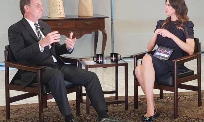 Bolsonaro concedeu entrevista a Luciana Gimenez e revelou que um dos filhos publica mensagens em suas redes sociais Foto: Reprodução / Twitter