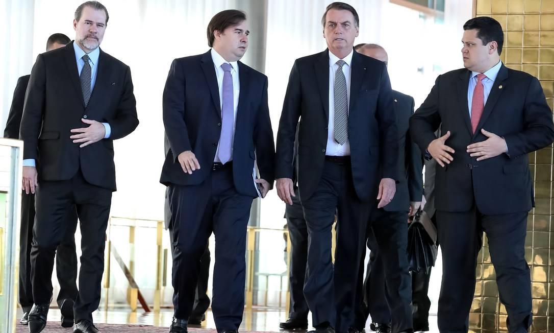 Bolsonaro se reúne com os presidentes do Senado, Câmara e STF para propor um pacto pela desenvolvimento do país Foto: HANDOUT / REUTERS
