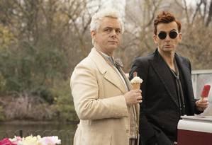 O anjo Aziraphale (Michael Sheen) e o demônio Crowley (David Tennant) em 'Good omens' Foto: Chris Raphael / Divulgação