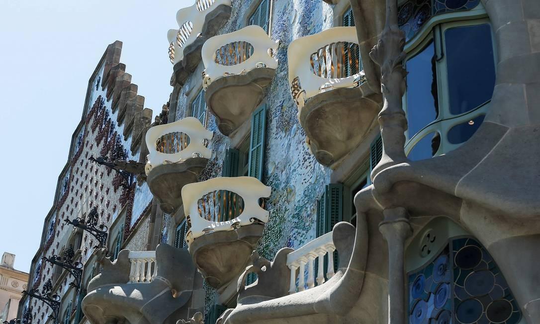 A icônica fachada da Casa Batlló, de Antoni Gaudí, em Barcelona acaba de passar por uma minunciosa reforma, que durou três meses Foto: PAU BARRENA / AFP