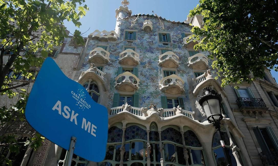 Com sua fachada inconfundível, a Casa Batlló é uma das atrações mais visitadas de Barcelona, sobretudo por amantes de arquitetura Foto: PAU BARRENA / AFP