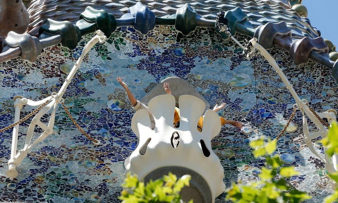 Um detalhe da intrincada fachada da Casa Batlló, na Espanha Foto: PAU BARRENA / AFP