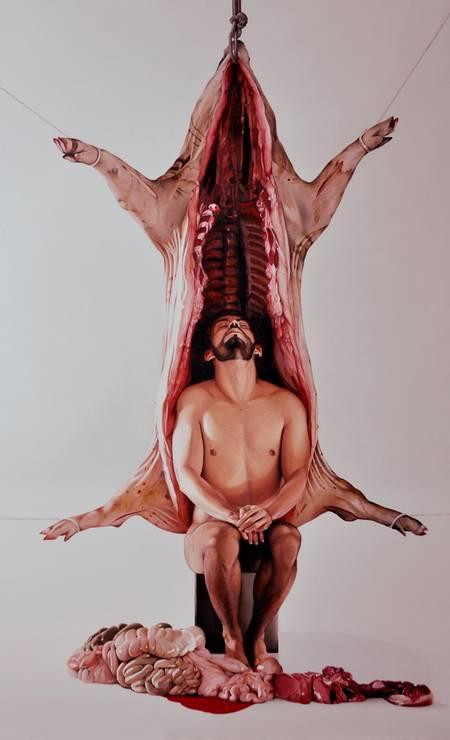 """""""Daquilo que conduz ao anímico"""" (2015), óleo do baiano Fábio Magalhães, que usa seu corpo em obras nas quais o fascínio e a repulsa caminham juntos Foto: Divulgação"""
