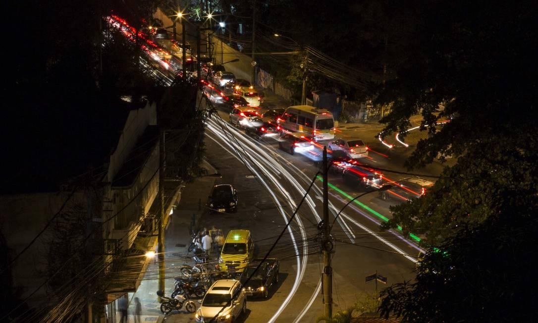 Polêmica sobre a reabertura do Viaduto Graça Couto, que dá acesso ao bairro da Gávea para quem está vindo de São Conrado pelo túnel Zuzu Angel Foto: Guito Moreto / Agência O Globo
