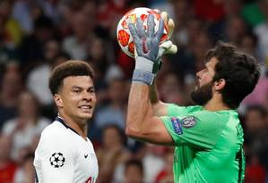 Alisson foi fundamental para a conquista do Liverpool Foto: SUSANA VERA / REUTERS