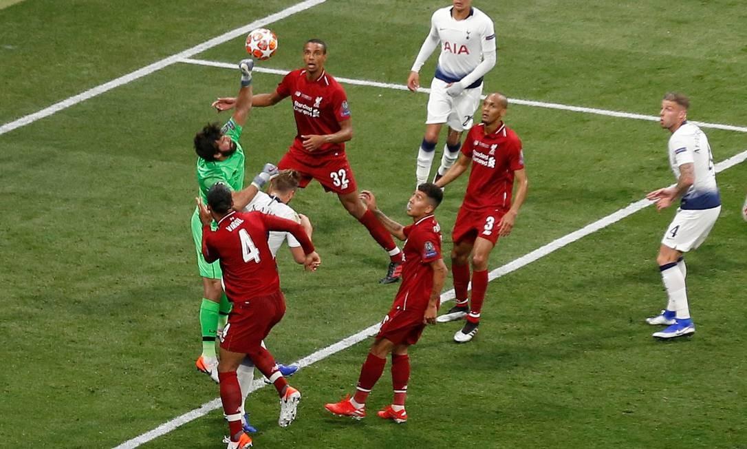 Liverpool vence Tottenham e ganha a Champions League Foto: SERGIO PEREZ / REUTERS