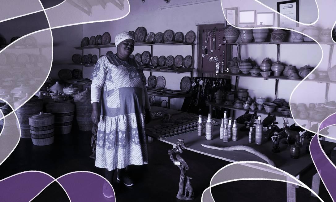 A gerente Beauty Mbongwa, de 54 anos, mostra os produtos da cooperativa Thandanani Foto: Foto de Daniel Laper com arte de Nina Millen Leal