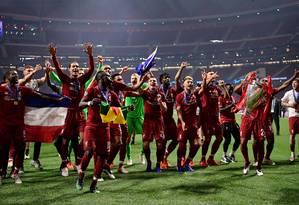 Jogadores do Liverpool comemoram o hexa da Champions League Foto: JAVIER SORIANO / AFP