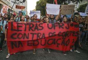 Educação: Repercussão de atos contra cortes girou entorno de políticos Foto: Marcelo Régua / Agência O Globo
