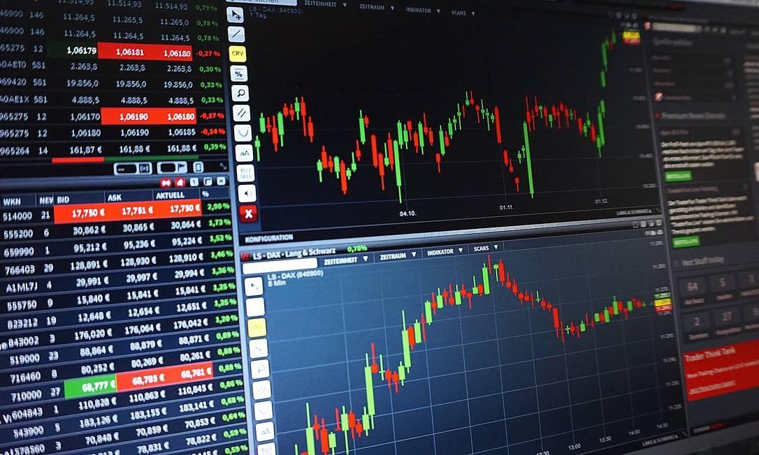 Painel com ações listadas na Bolsa Foto: Pixabay