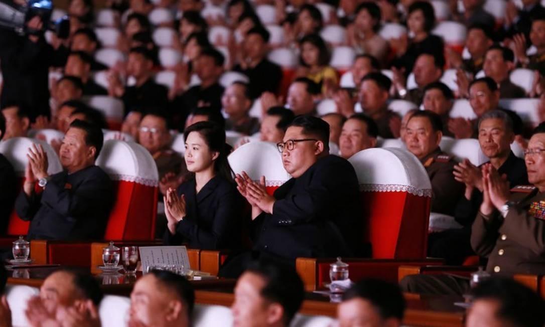 Kim Jong Un e sua esposa, Ri Sol Ju, em evento onde o diplomata Kim Yong Chol foi visto Foto: KCNA VIA KNS / AFP/02-06-2019
