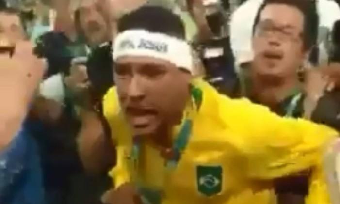 Neymar discute com torcedor após ouro olímpico no Maracanã, em 2016 Foto: Reprodução
