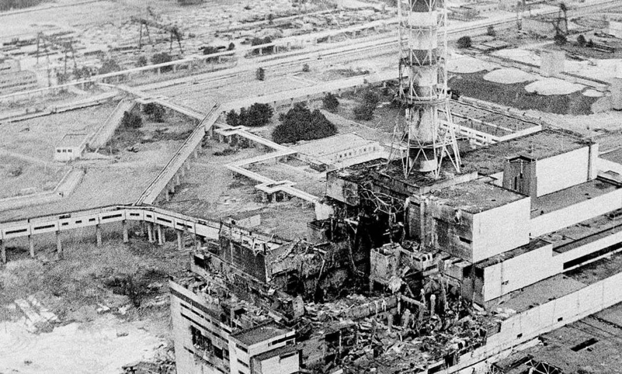 Imagem área de abril de 1986 mostra a explosão da usina de Chernobyl Foto: STR / AP Photo/File